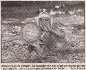 2001-01-23_sz_dresdens-ricardo-rietzschel-behauptet-den-ball