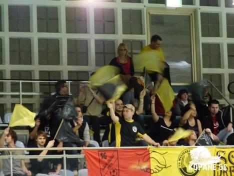 Wasserball-Fanblock beim Spiel Dresden gegen Prag